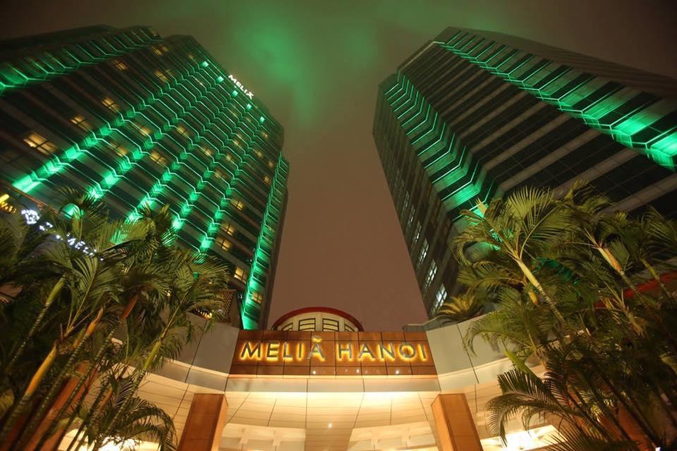 Khách sạn Mélia Hanoi 'nhuộm xanh' nhân ngày Thánh Patrick.