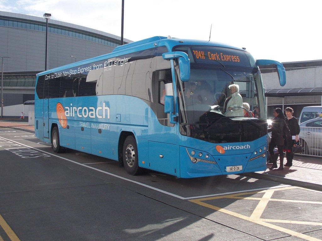 Xe bus để di chuyển từ sân bay Dublin về trung tâm. Nguồn ảnh: Vuhoangtam