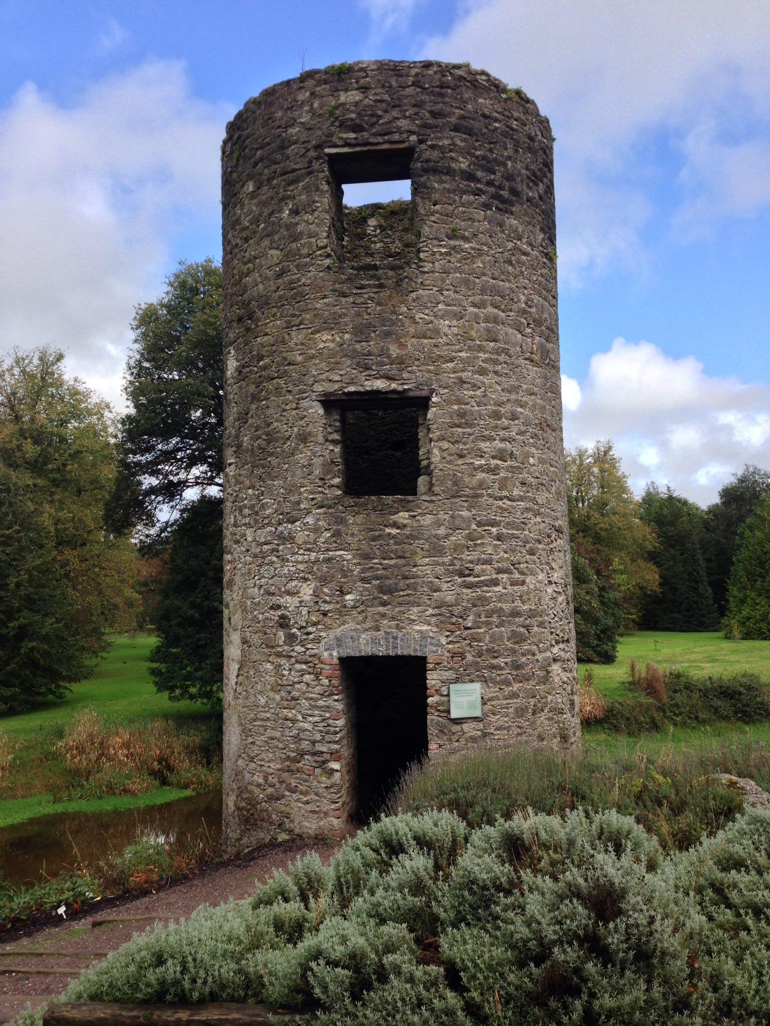 Còn đây là một castle mình chụp lại trên đường đi từ Dublin xuống Cork City