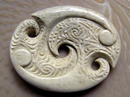 This ira design uses plain koru on its reverse side to depict the exuberant growth that springs from the balance depicted by the cut outs in the centre and on the sides