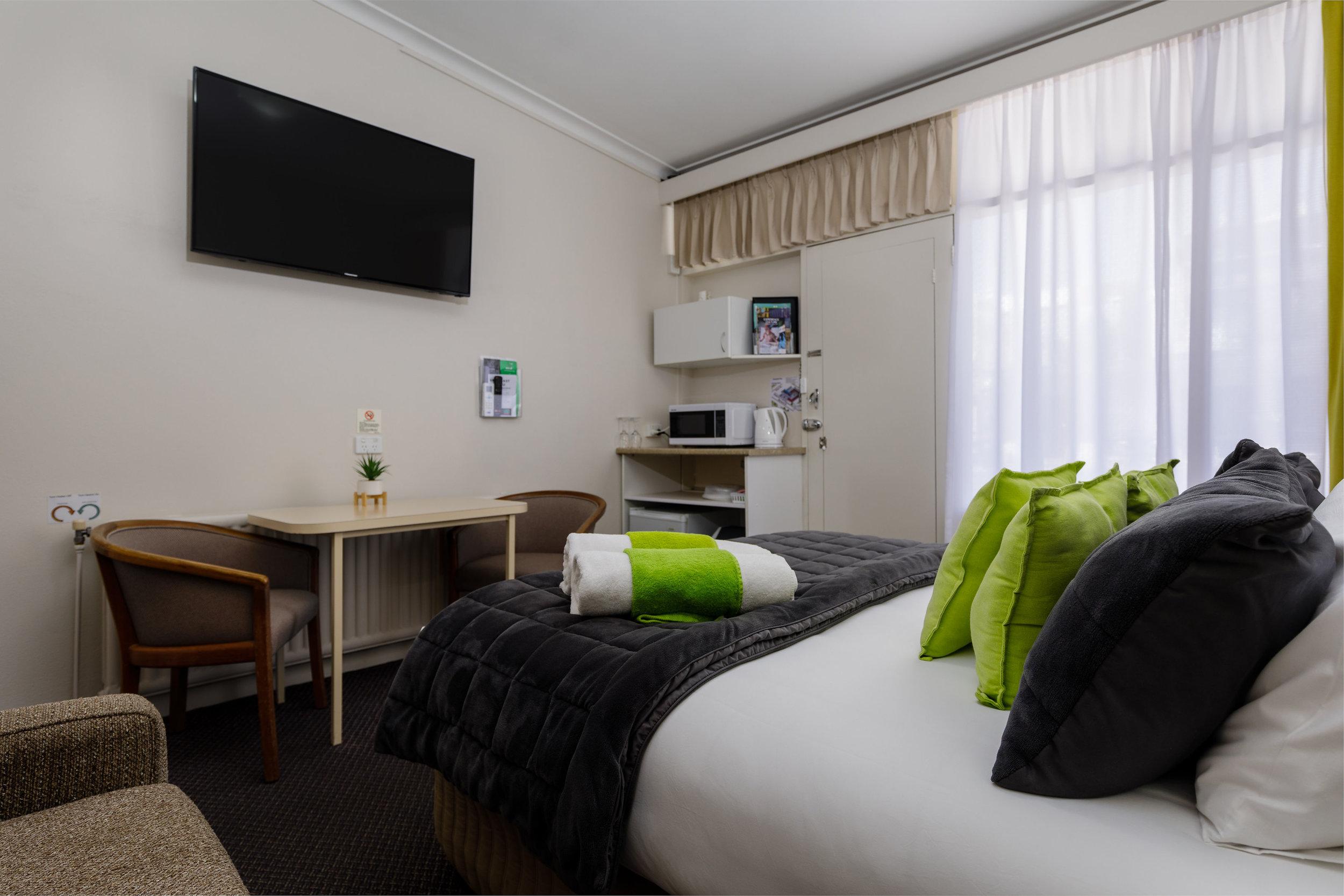 1. Queen room 2.jpg