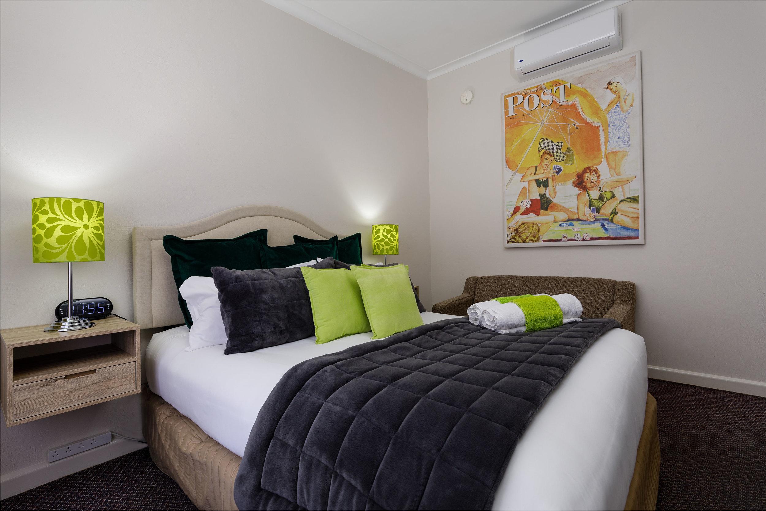 1. Queen Room 1.jpg