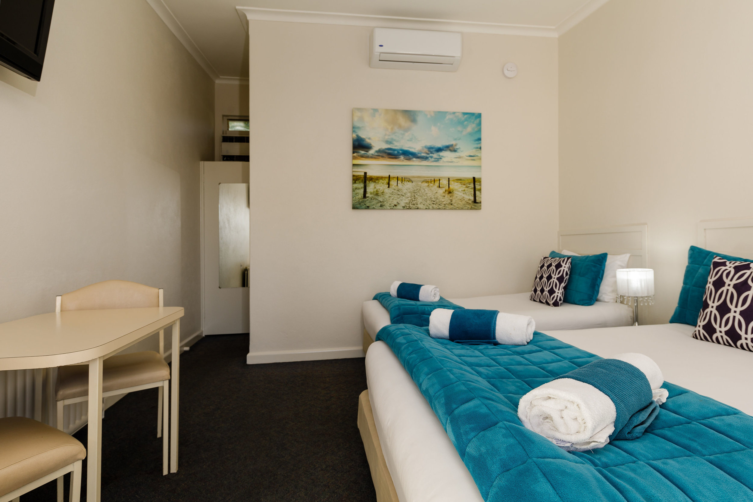 3. Twin Room With Queen And Single Bed 1.jpg