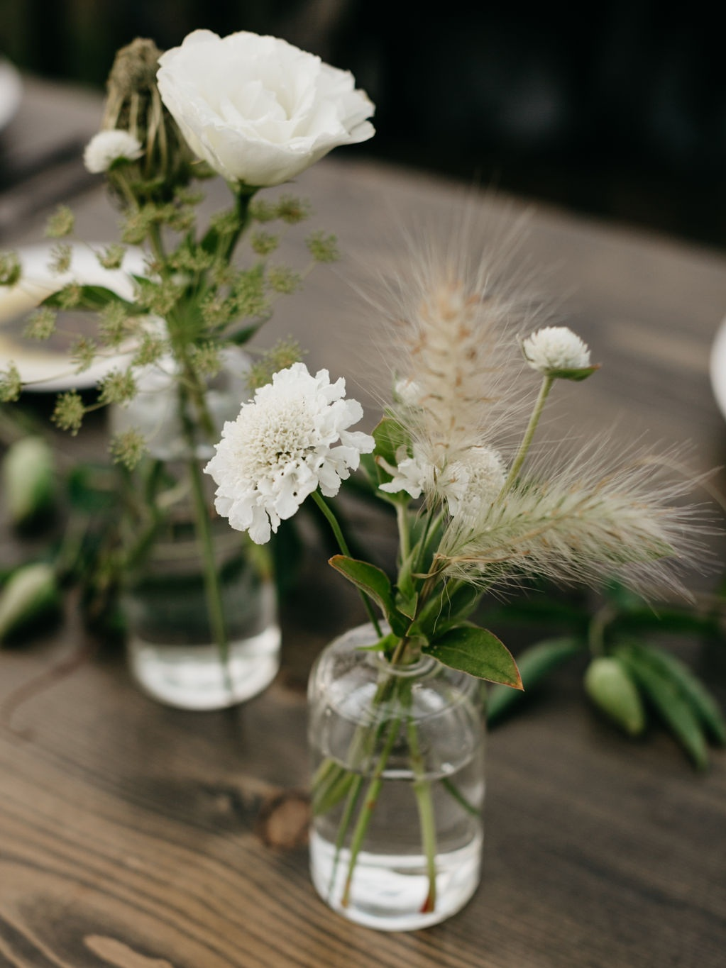 Bud vase clusters - Airy and minimal, we recommend 5 per round table and 7 per rectangular table.