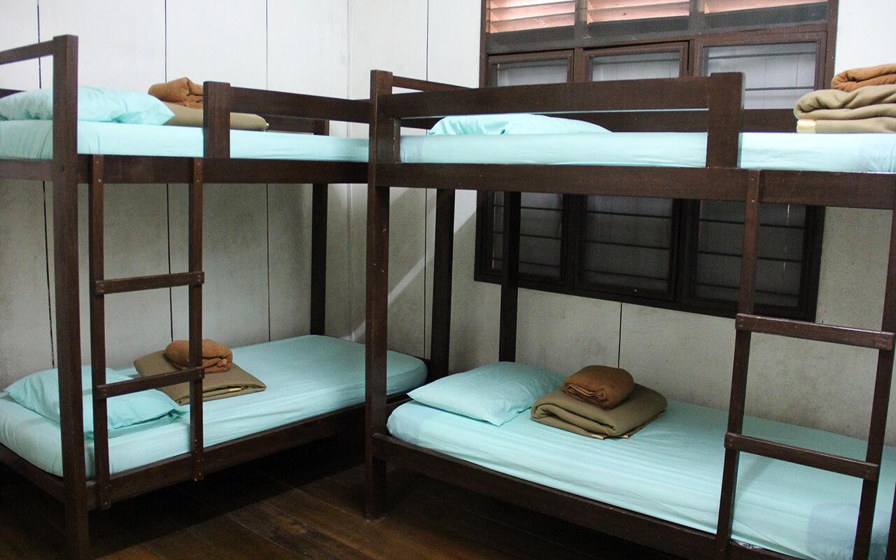 2 double decker beds