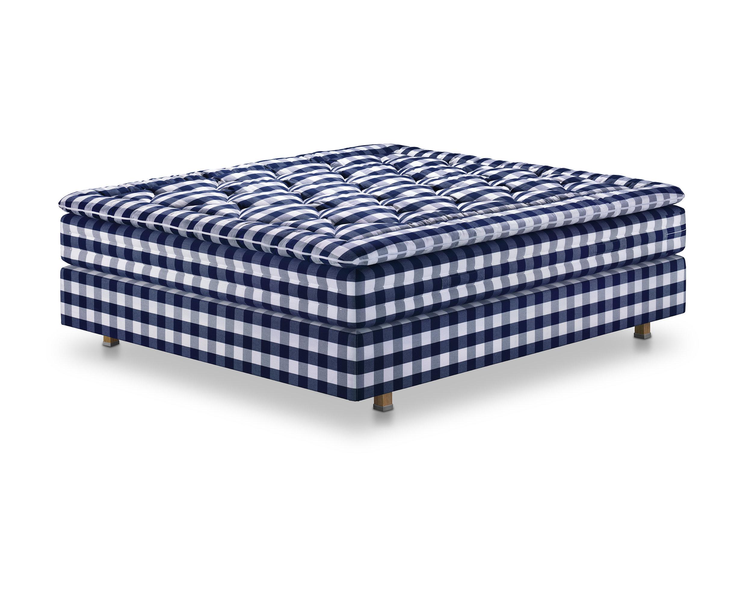 HERLEWING (Blue Check) - 180x210 cmBJX Luxury, med-firmSALE Preis CHF 22'704.00Originalpreis CHF 28'380.00-HERLEWING (Black Check)160x200BJ, soft/mediumSALE Preis 17'290.00Originalpreis CHF 21'612.00