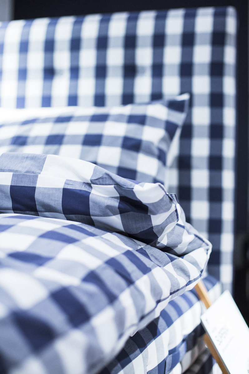 Herlewing Blue Check Anniversary - 180x200cm & 180x210cmsoft/mediumBJ/BJX-LuxurySALE Preis von CHF 22'669.00(Neu) - CHF 22'704.00Originalpreis von CHF 25'188(Neu) - CHF 28'380.00