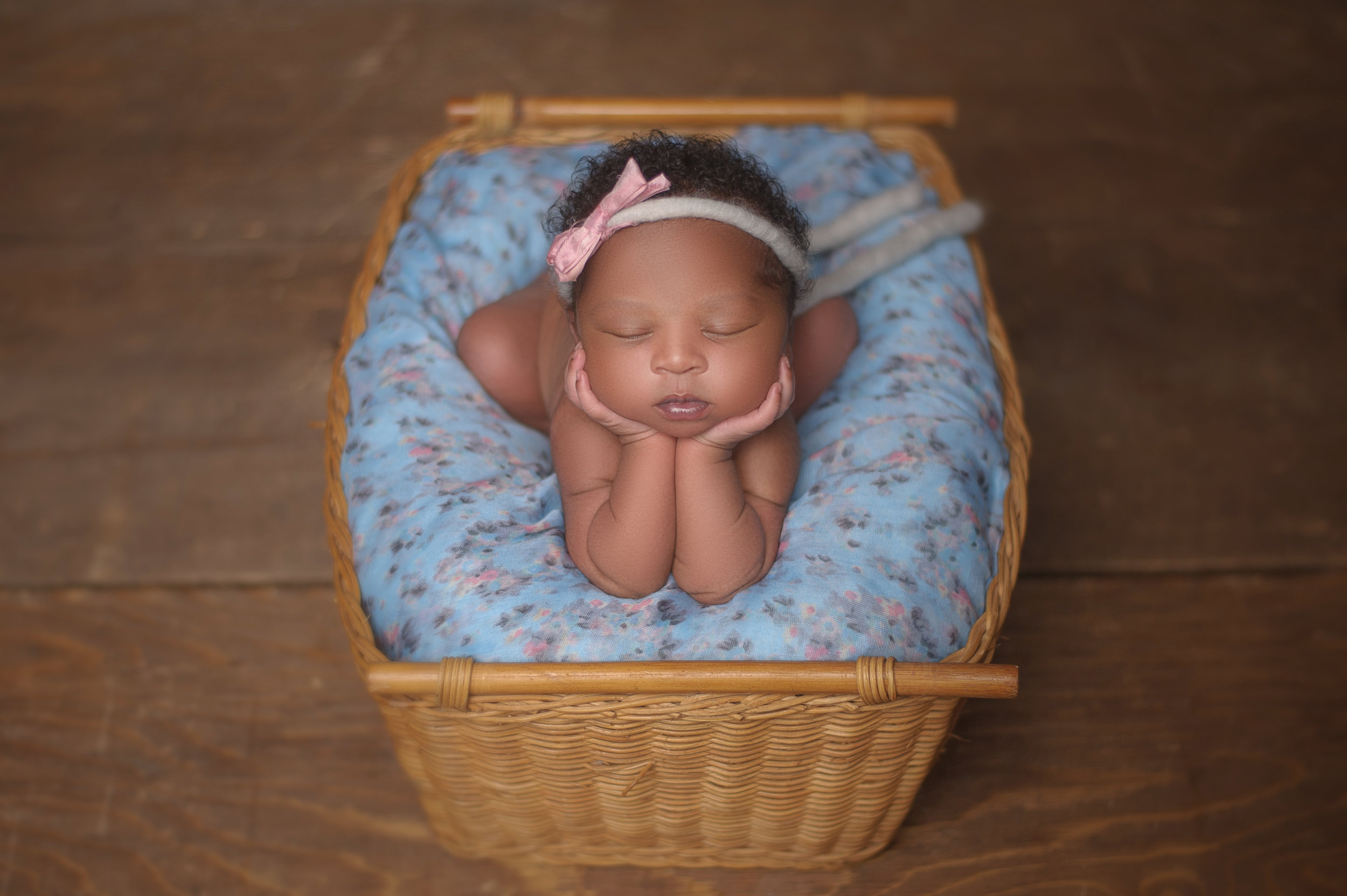 CHICAGO-NEWBORN-PHOTOGRAPHER-10.jpg