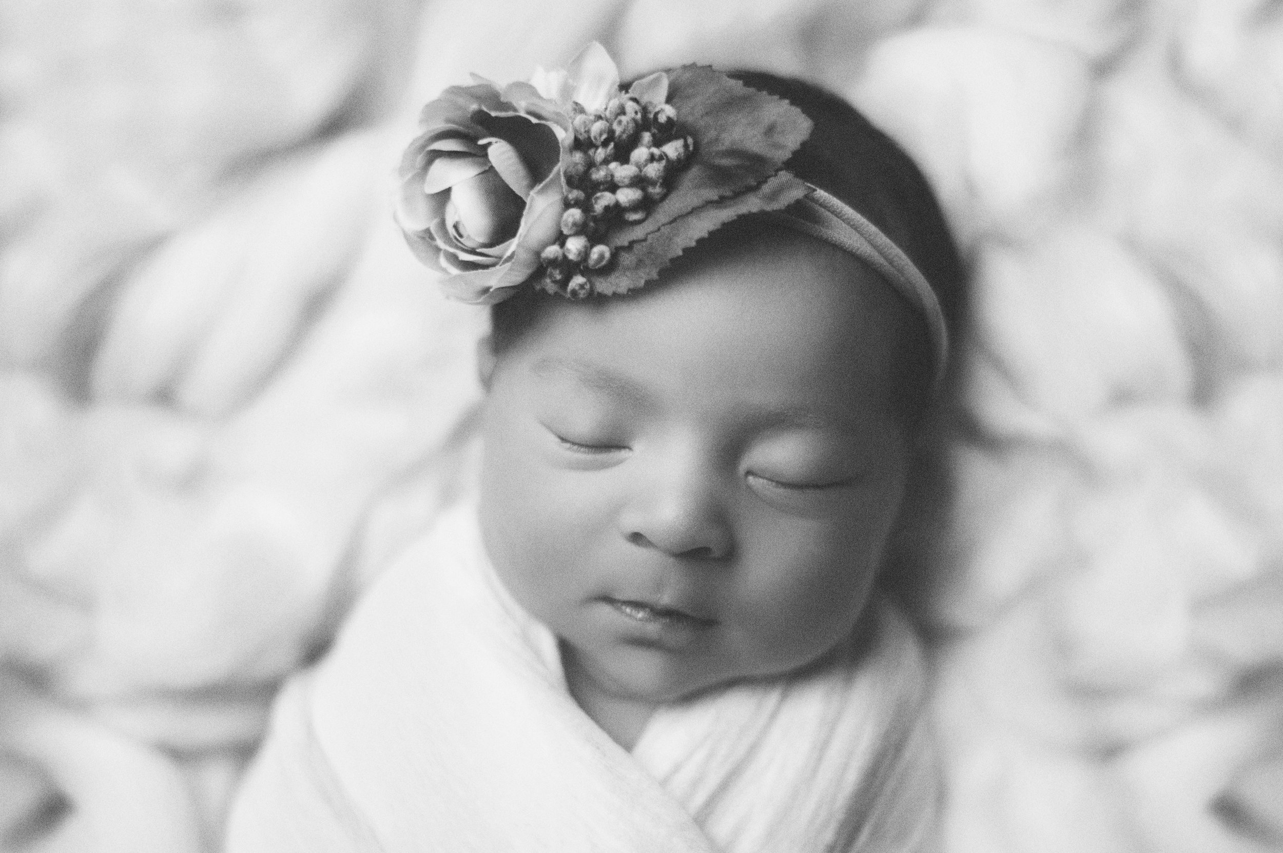 Black-and-White-Newborn-Photographer
