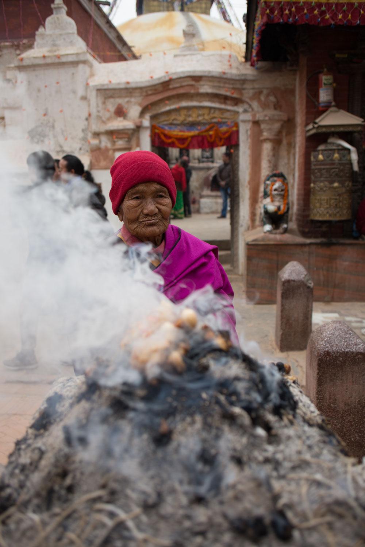 Nepali_Woman_offering.jpg