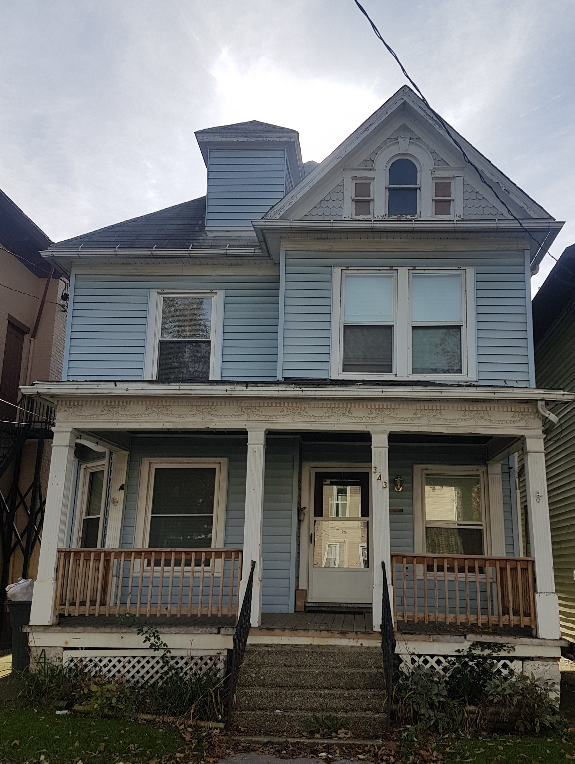 Blueberry House - 343 W 8th Erie Pa 16502A large single family home ideal for student living offers five bedrooms with two full bathrooms, off street parking, free laundry included.