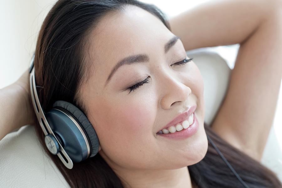 4-woman-wearing-headphones-ian-hootonscience-photo-library.jpg