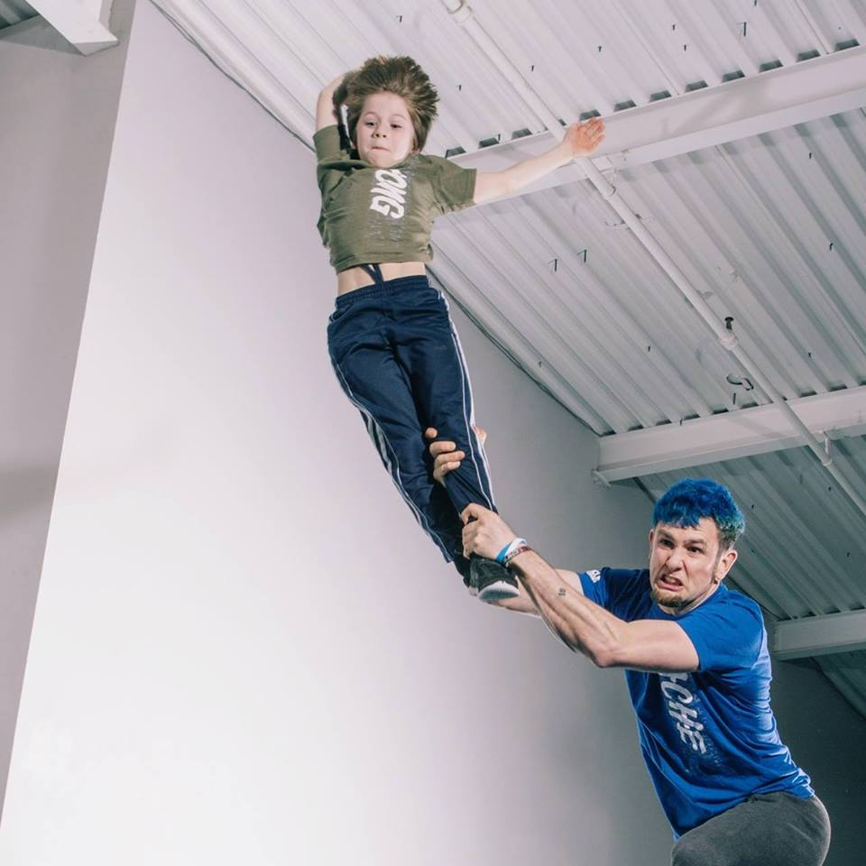 Wielding children is an appropriate way to help them overcome their fears.  Photo by Greg Leddy   https://www.philaphotog.com/