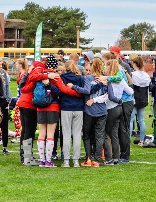 Pre-race huddle at the State Cross Country Meet