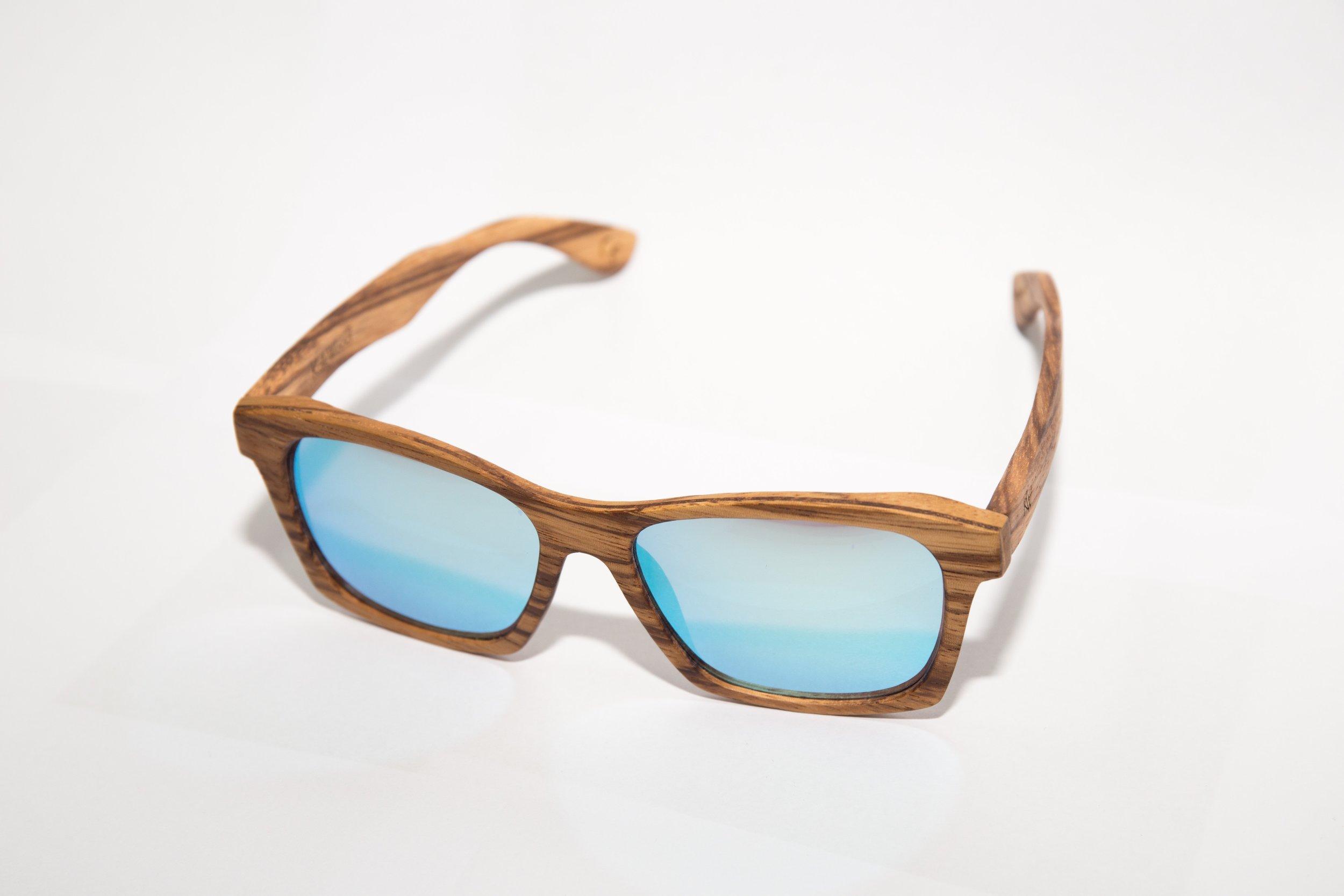 accessory-eyewear-fashionable-1362558.jpg