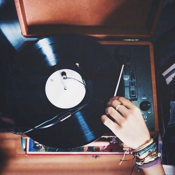 4ea46da7e054df2886111a7583ead337--vintage-record-players-vintage-records.jpg