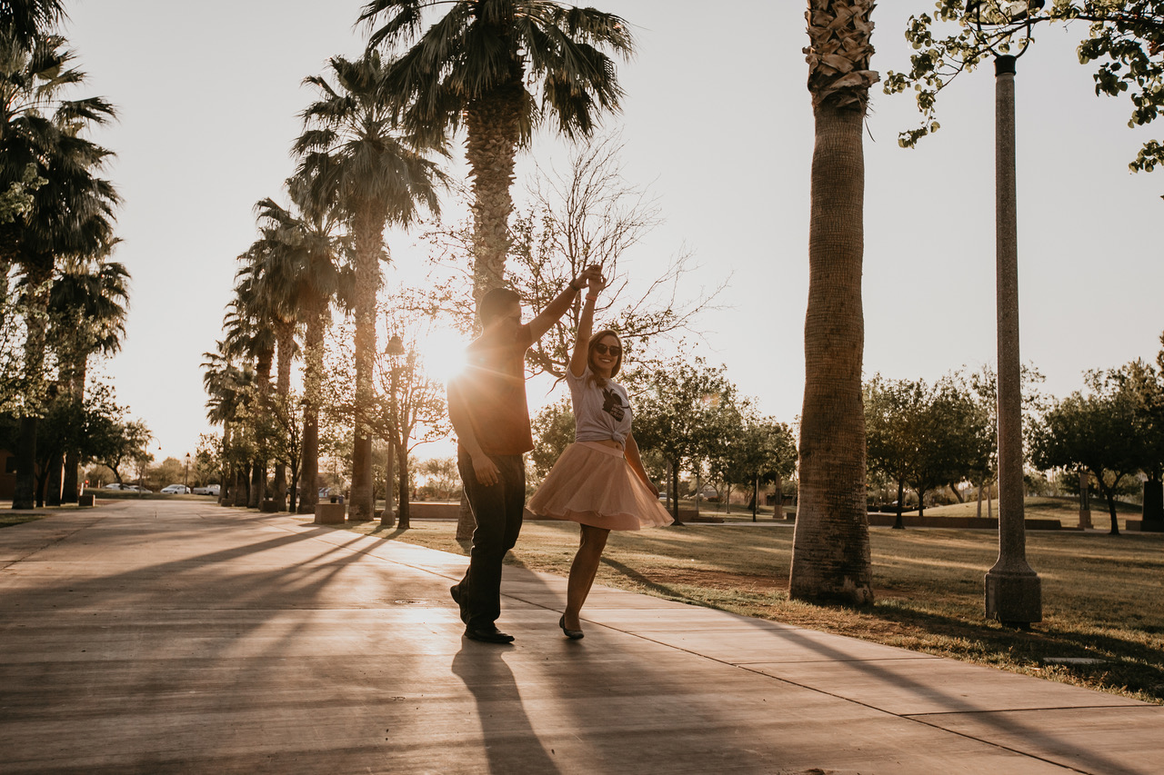 photoshoot couples arizona phoenix love  https://www.findingarizonapodcast.com/finding-az-engagement/