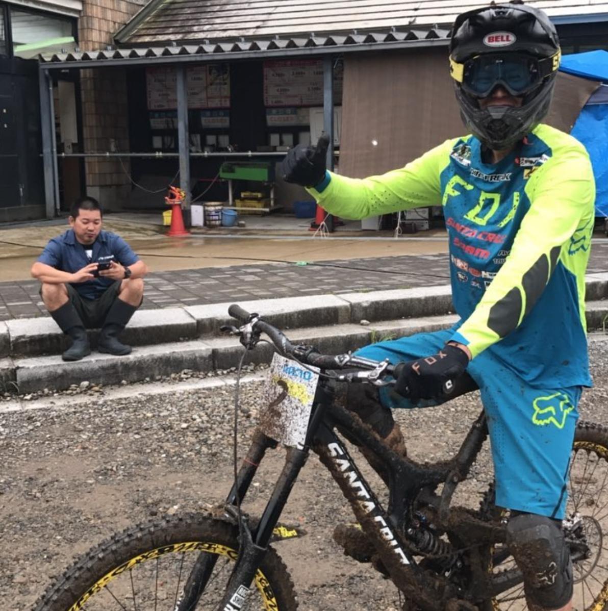 バイクに付いた泥で3キロは重くなります。