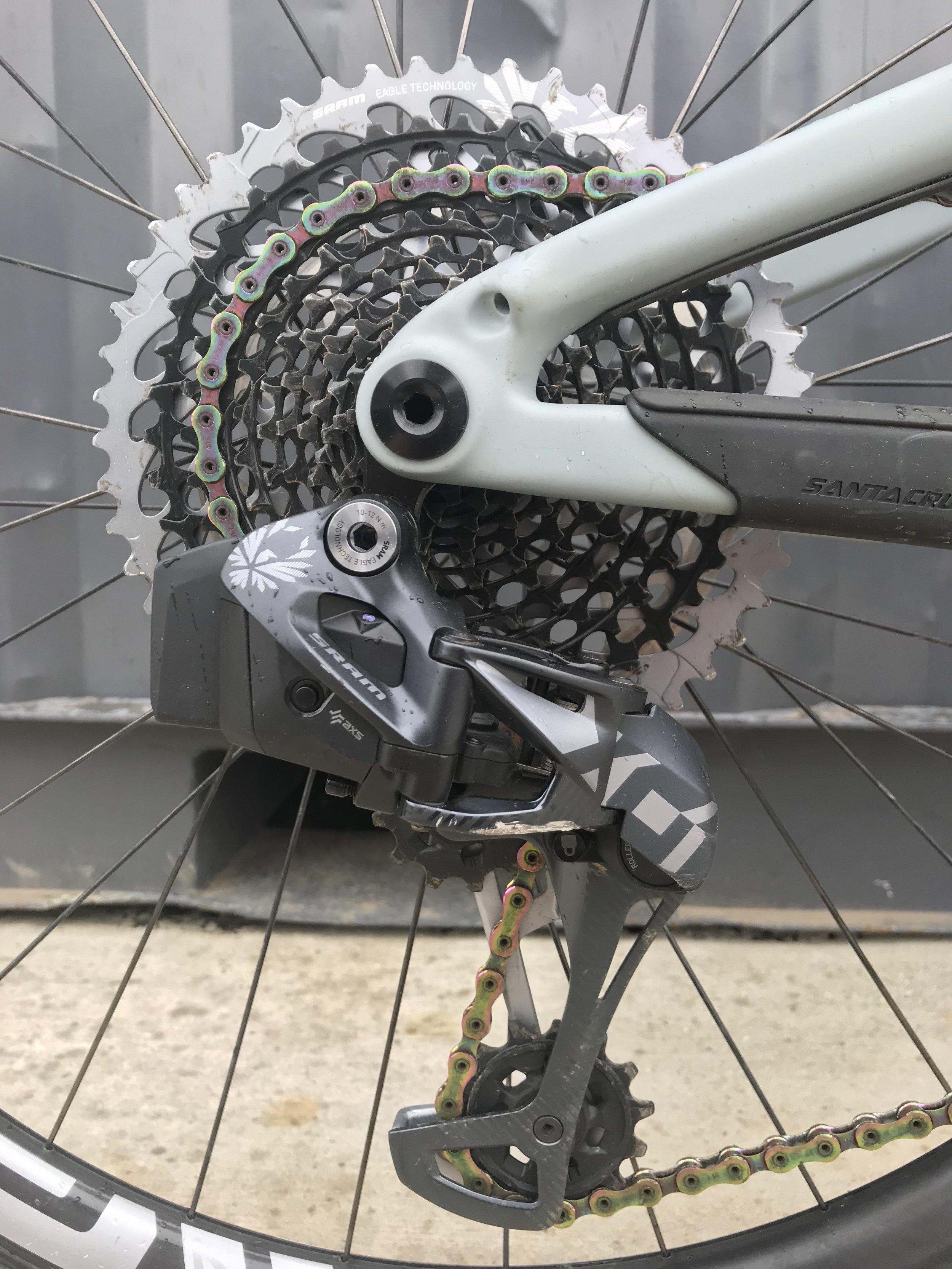 ワイヤレス電動ディレイラー。バイクを組むときはこれを付けるだけ。めんどなワイヤー類の取り回しなんてありません。ゲームチェンジャー。