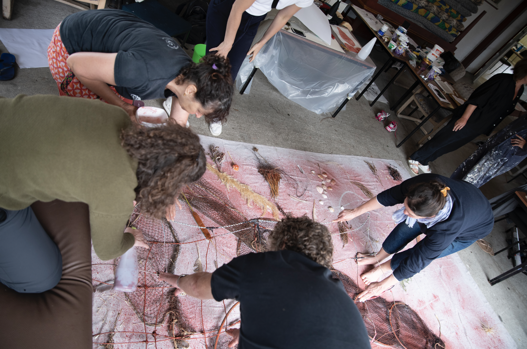 Artists working collaboratively with found items from the land at Kuku wānanga, Feb 2019. Read more  here .  Photograph by Jonathan Kay, 2019.