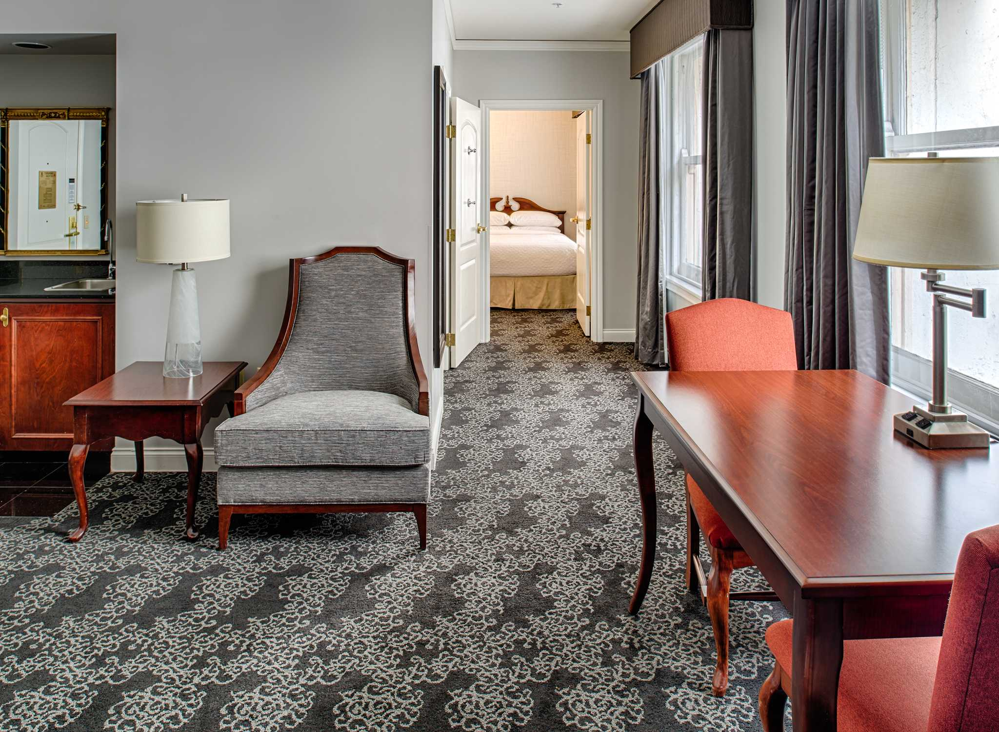 PDXPSES_rooms_full_2queensuite2.jpg
