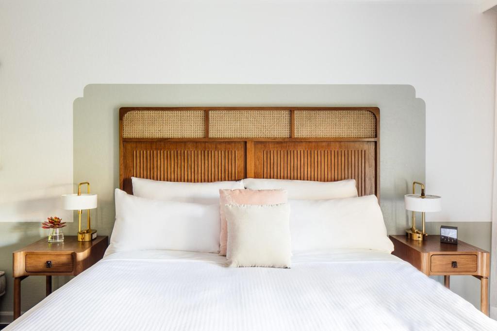 Room_Bed.jpg