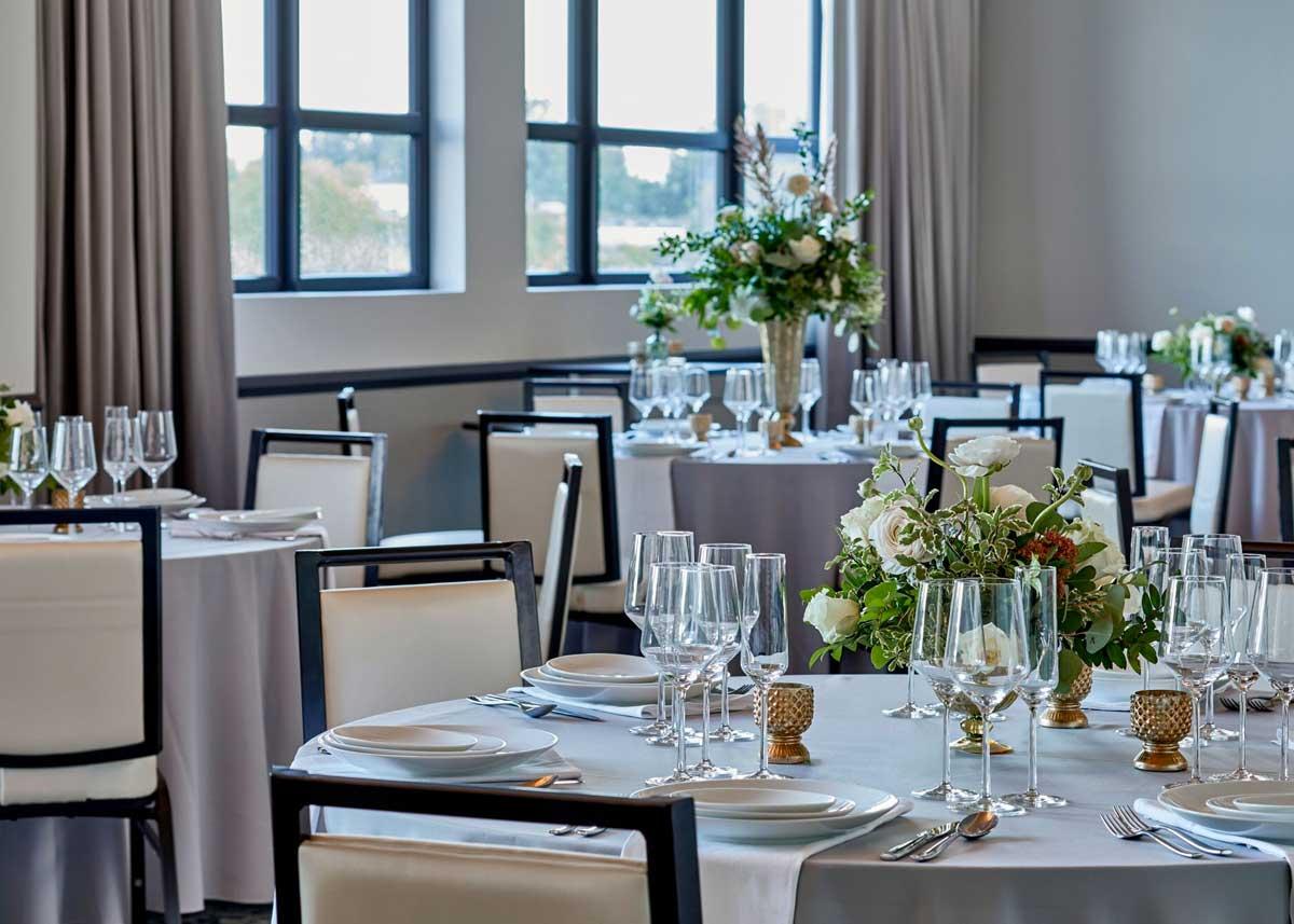 the-edwin-hotel-chattanooga-wedding-venue-tables.jpg