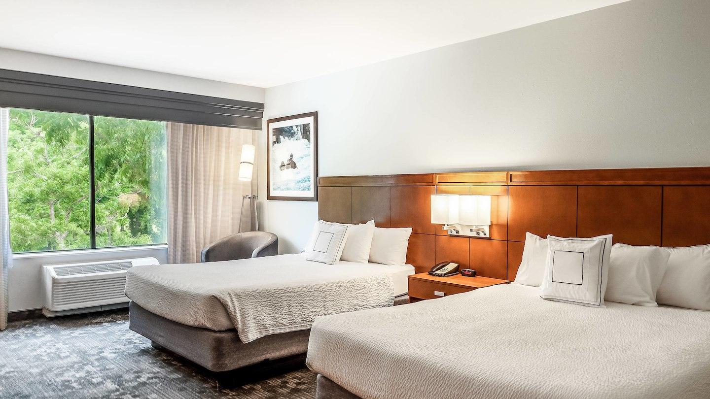 satnb-guestroom-0061-hor-wide.jpg
