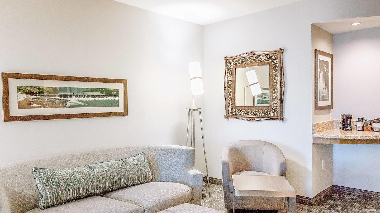 satnb-guestroom-0064-hor-wide.jpg