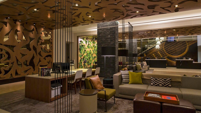 auswi-lobby-5060-hor-wide.jpg
