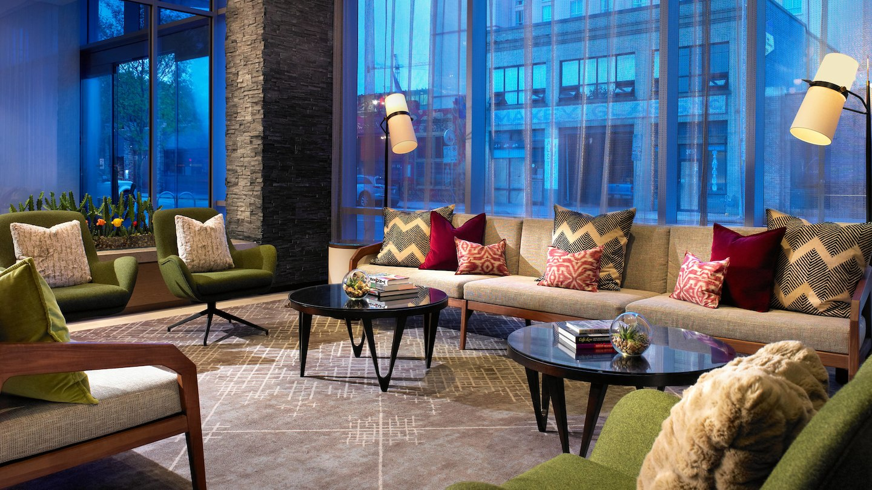 auswi-lobby-lounge-8173-hor-wide.jpg