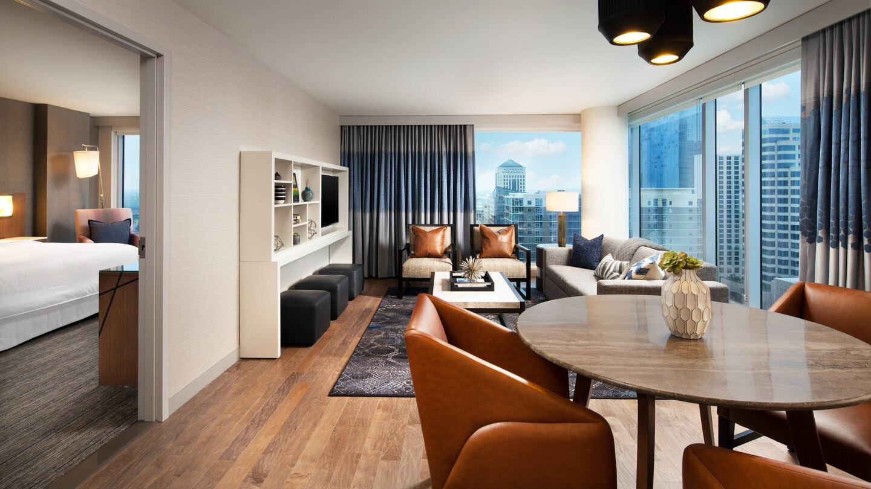 auswi-suite-living-8162-hor-wide.jpg