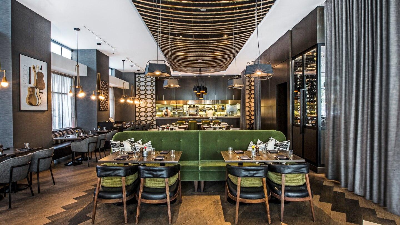 auswi-restaurant-4463-hor-wide.jpg