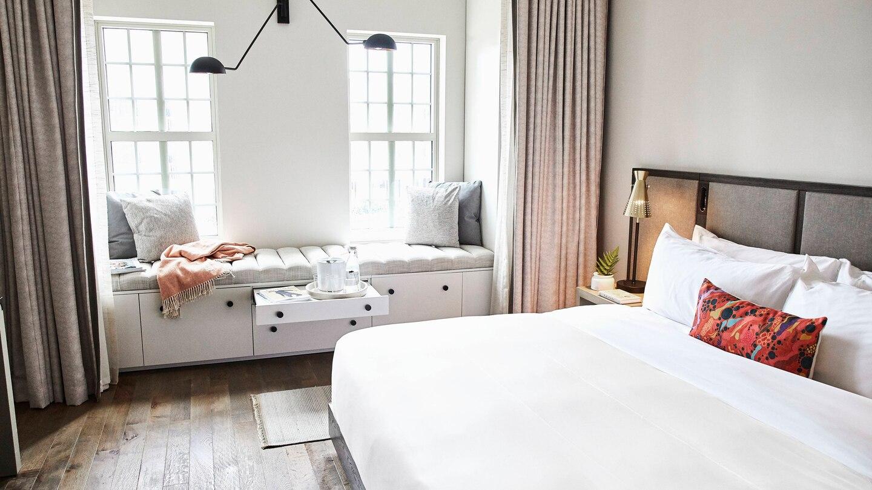 savtx-guest-room-9054-hor-wide.jpg