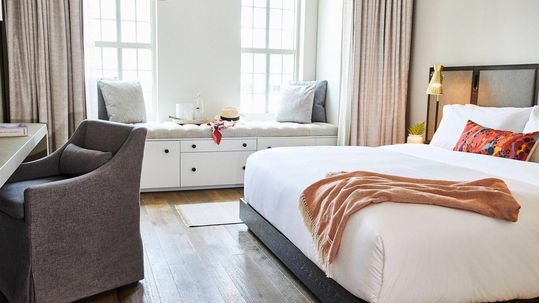 savtx-guest-room-9058-hor-wide.jpg