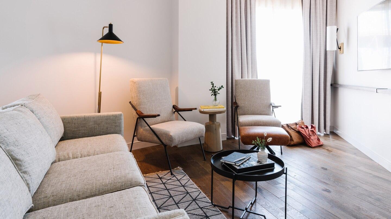 savtx-guestroom-living-9580-hor-wide.jpg