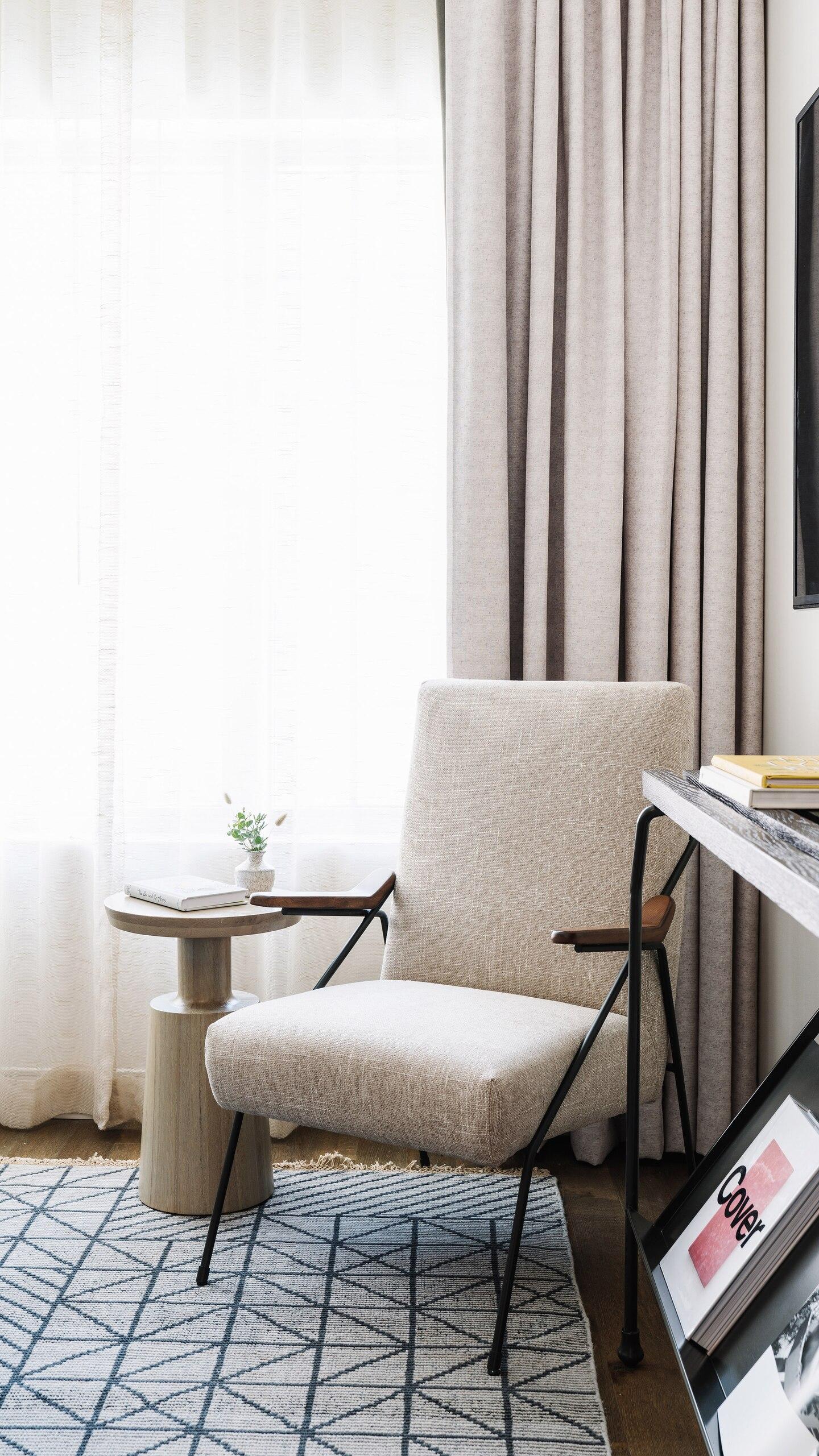 savtx-guestroom-living-9574-ver-wide.jpg