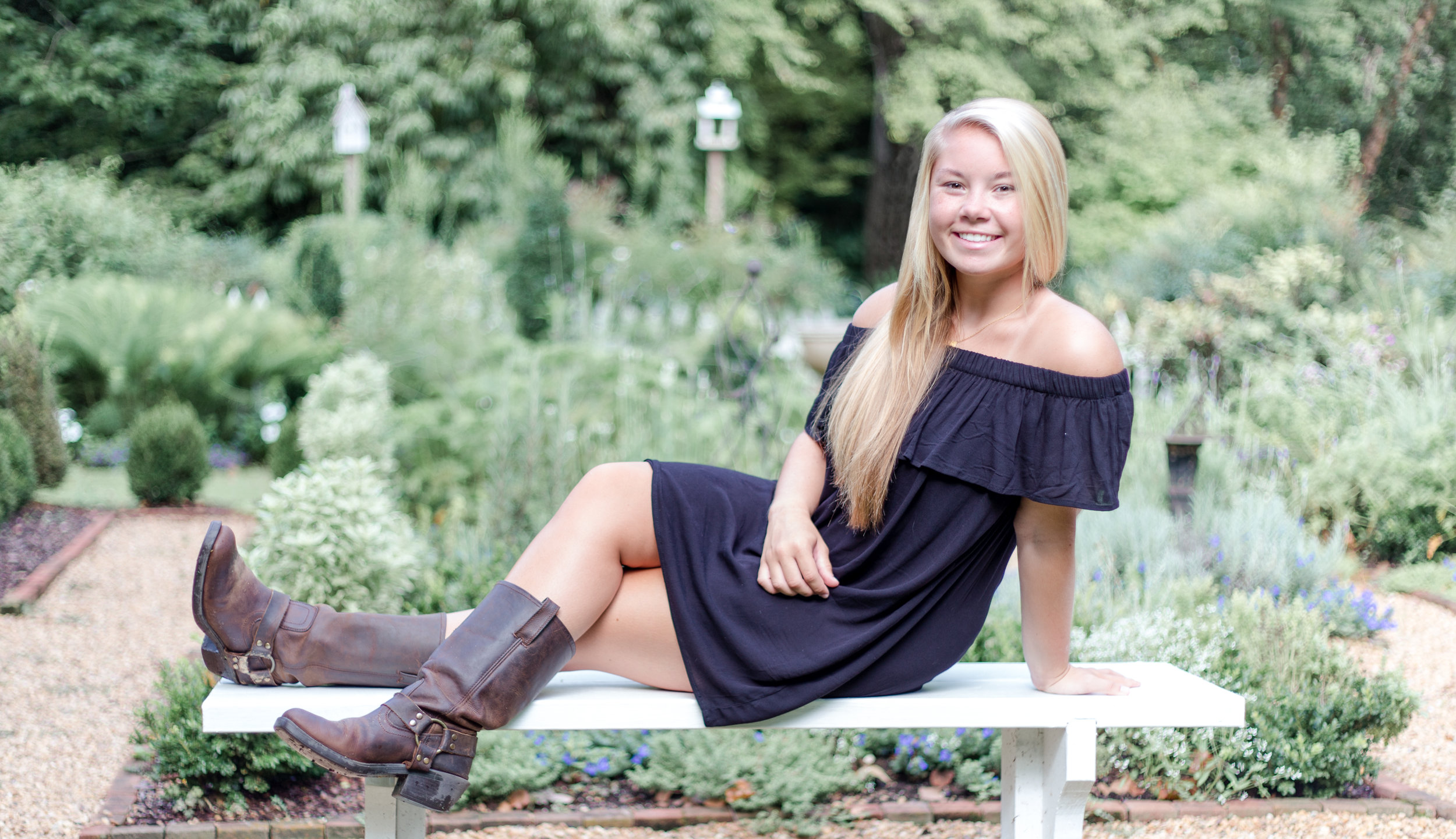 Click on Rachel's picture to see the rest of the portraits from this beauty's  senior session !