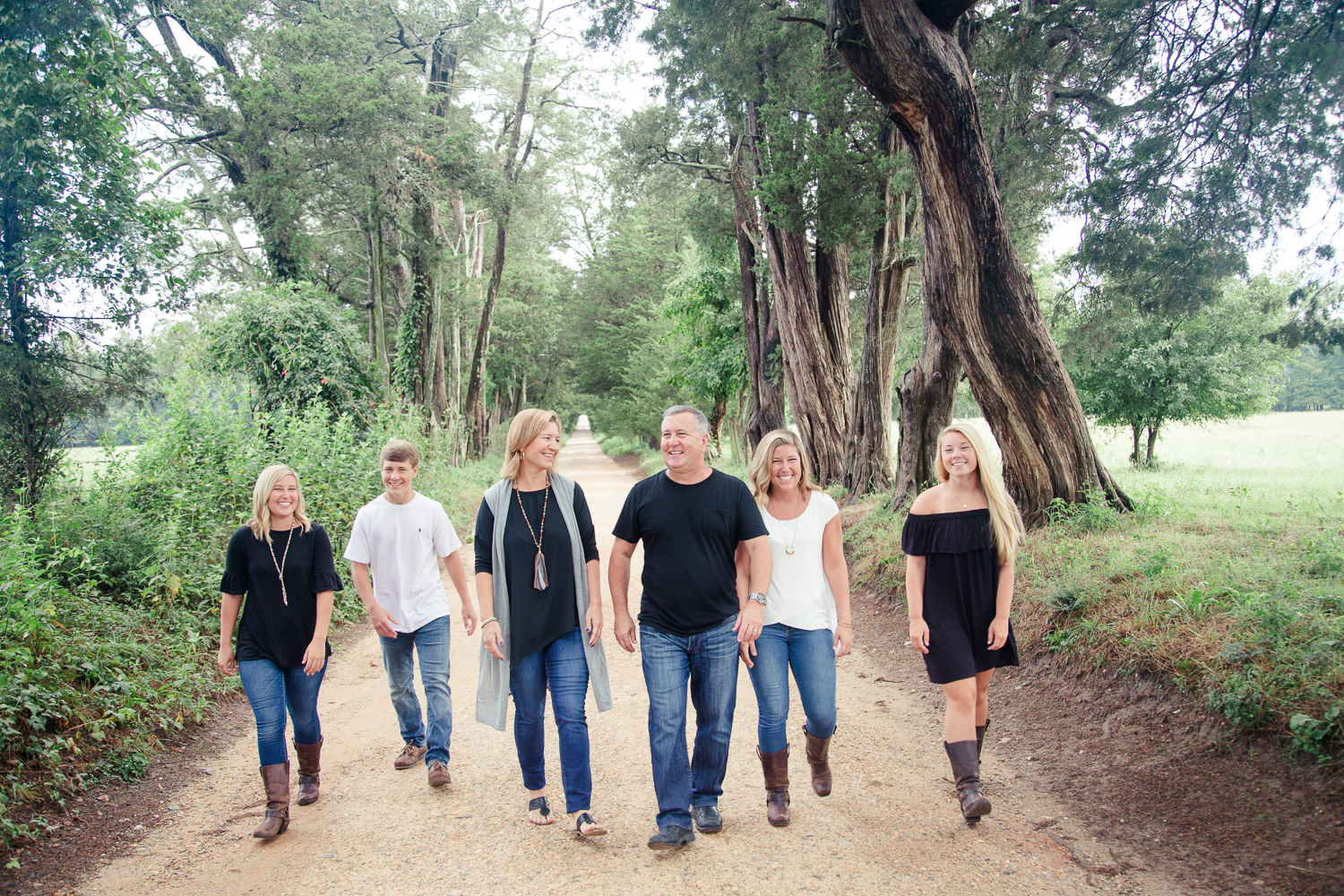 Check out more of Rachel's family portrait session  here !