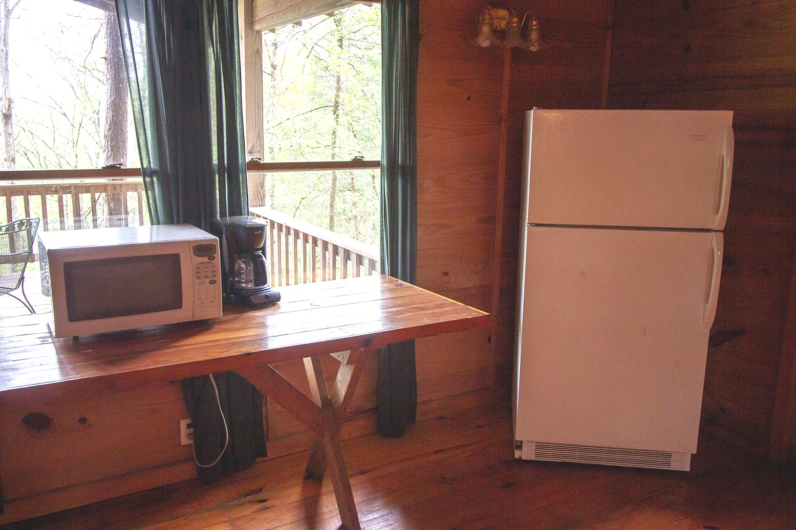 Big-Timber-Kitchenette.jpg