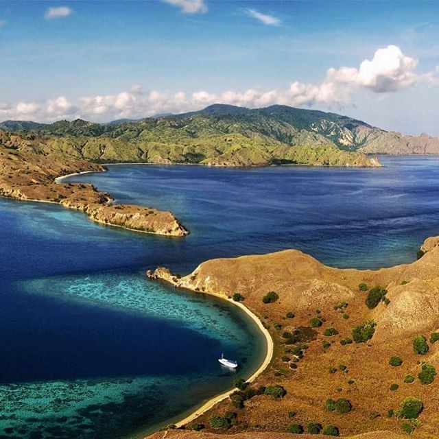 [01 of 24] UNESCO World Heritage Site Komodo National Park is one of the most stunning places to explore. It is perfect for just about anyone - snorkel, dive, trek, relax or relax. The best way to discover Komodo National Park is by boat. Cruise with Chickenfeet Travels.  Departures over the last weekend of the month or whenever you like! . . . #sustainabletravel #responsibletravel #travelbetter#traveldeeper #changethewayyoutravel #conscioustravel #beach #island #mountains #flores #indonesia #chickenfeettravels #chickenfeettravelsindonesia #komodonationalpark #komododragon . . . Re-introducing most #UNESCO #unescoworldheritage sites found in #southeastasia over the next few weeks!  If you haven't been to any or all of these, let's do it 2019!