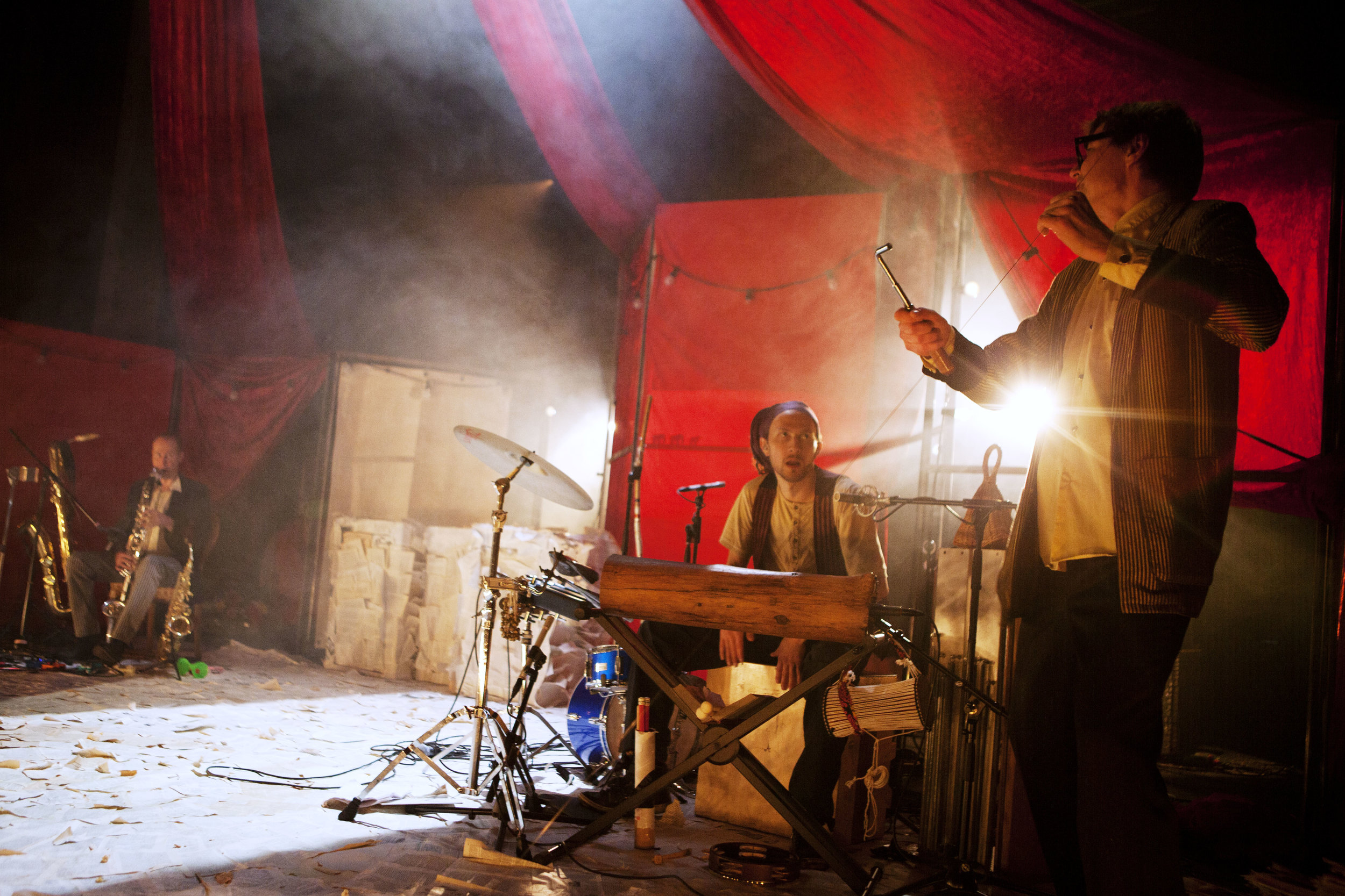 SIRKUSKIRJA (2011)