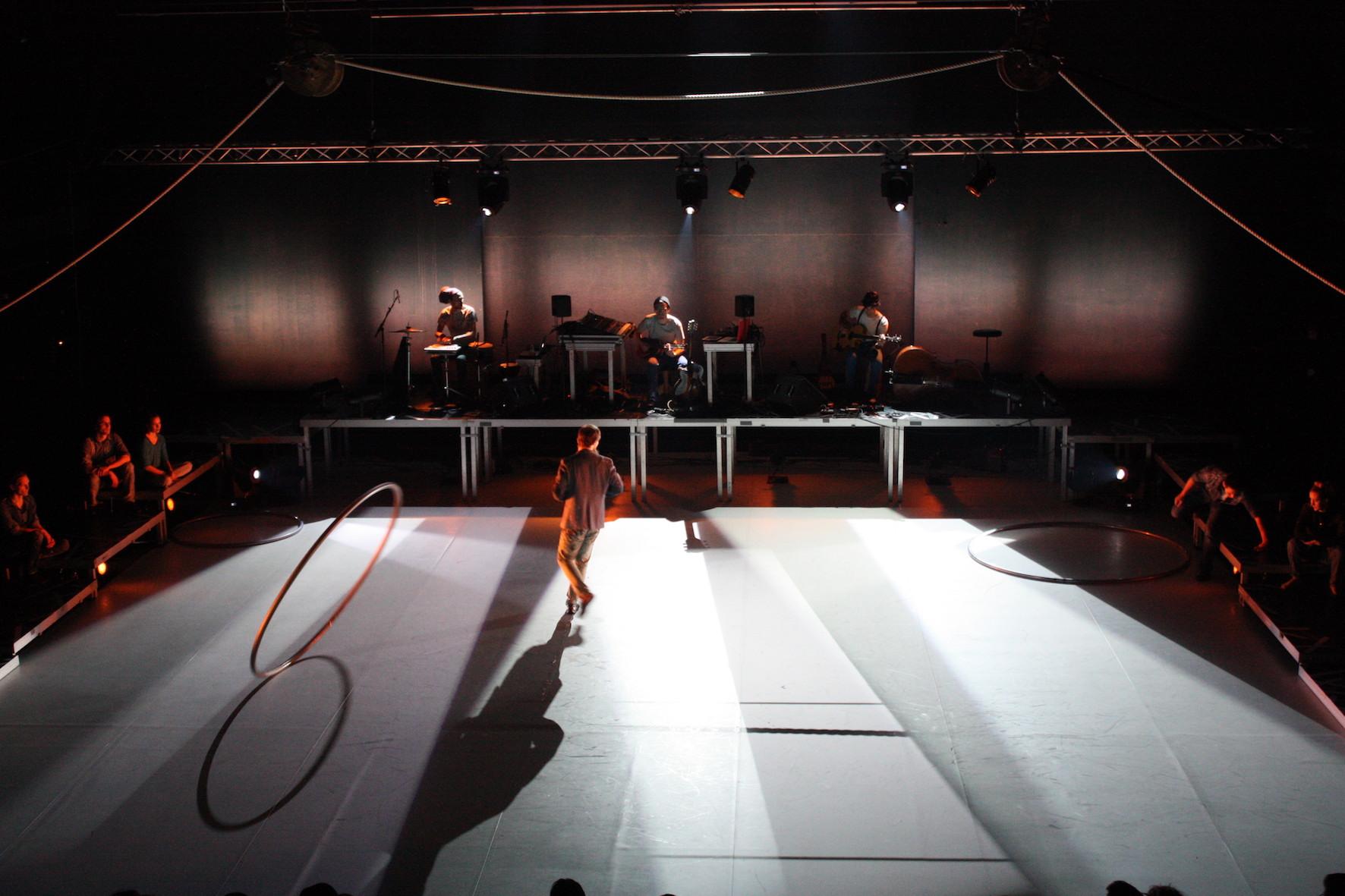 PIENEMPIÄ PALOJA (2013)