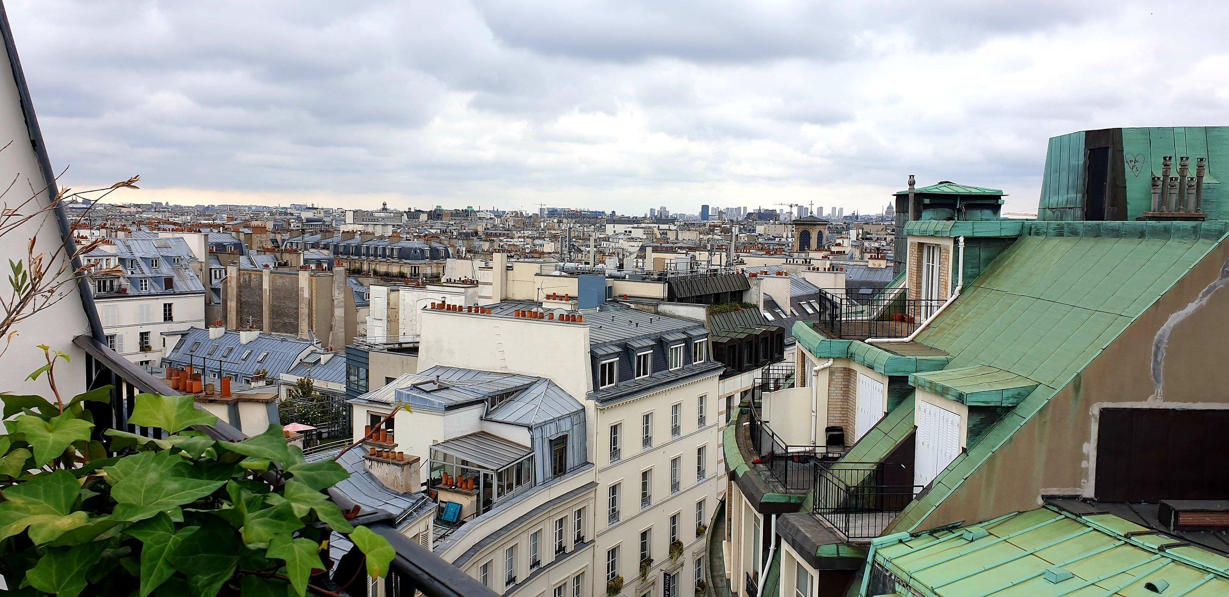 """Utsikten fra terrassen """"vår"""" i Montmartre gir følelsen av å bo i Paris."""