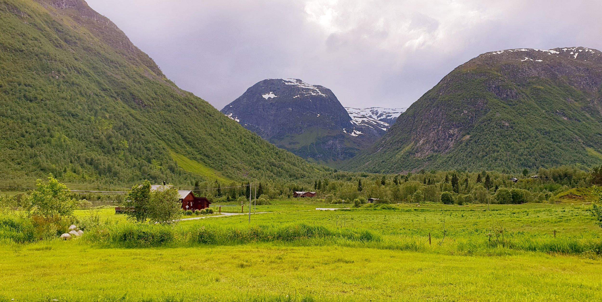 Dette blir utsikten fra mikrohuset vårt i Sogndal. Mer enn helt ok.