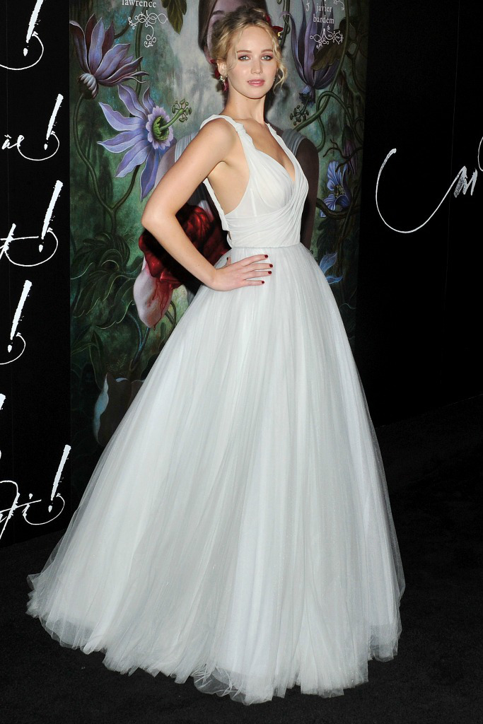 jennifer-lawrence-at-the-premiere-of-mother-in-new-york.jpg