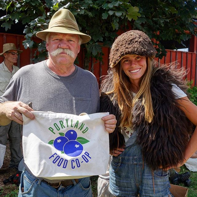 Meet Bob Berg! This is me (Sara) & Bob after last year's trade blanket where I traded Bob some knappable stone, $50, & a @portlandfoodcoop bag for his Icelandic sheepskin vest and buffalo hat. Bob will be back this year to knap stone, haft stone tools, and carve and throw atlatls. He is a real elder in these skills with a hell of a lot to offer. Come find him and his atlatls at the gathering! 👍