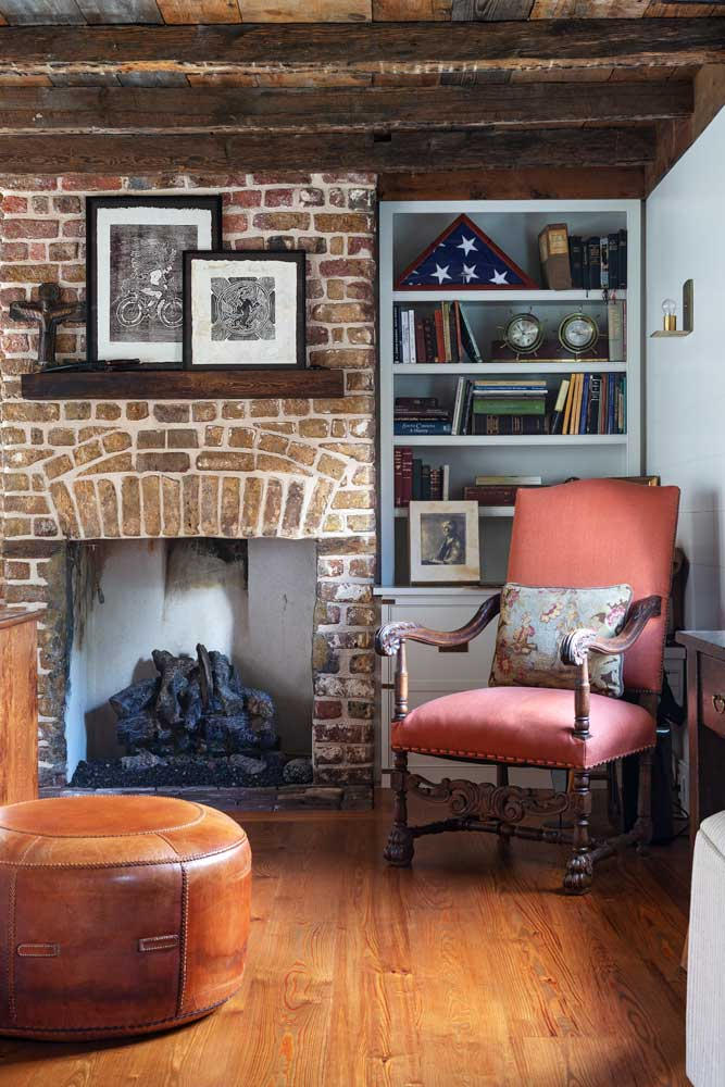 custom-shelving-fireplace-mantle.jpg