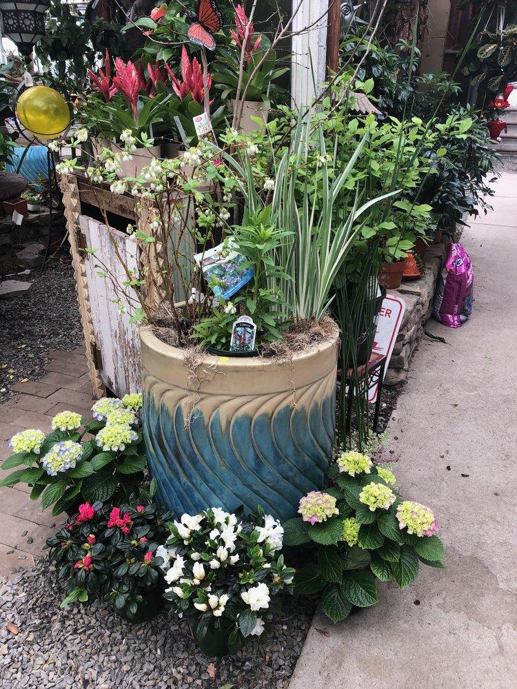 Native+Planter+designed+by+Joe+Gloria,+Gilberties,+Westport.jpeg