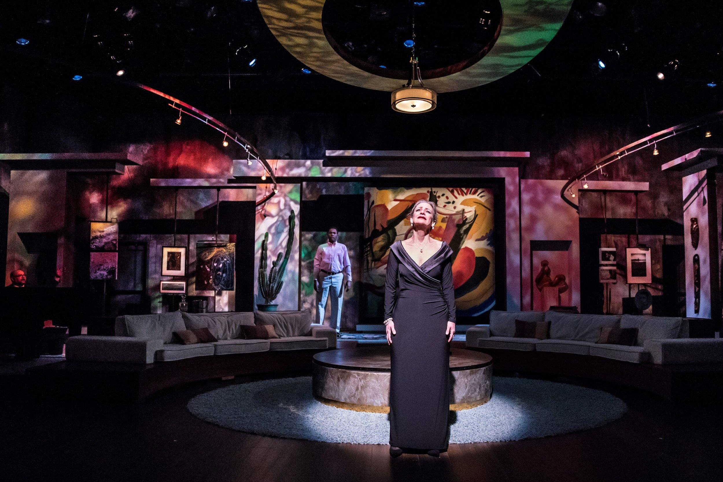 Theater Latte Da's SIX DEGREES OF SEPARATION. Directed by Peter Rothstein. Photo by Dan Norman.